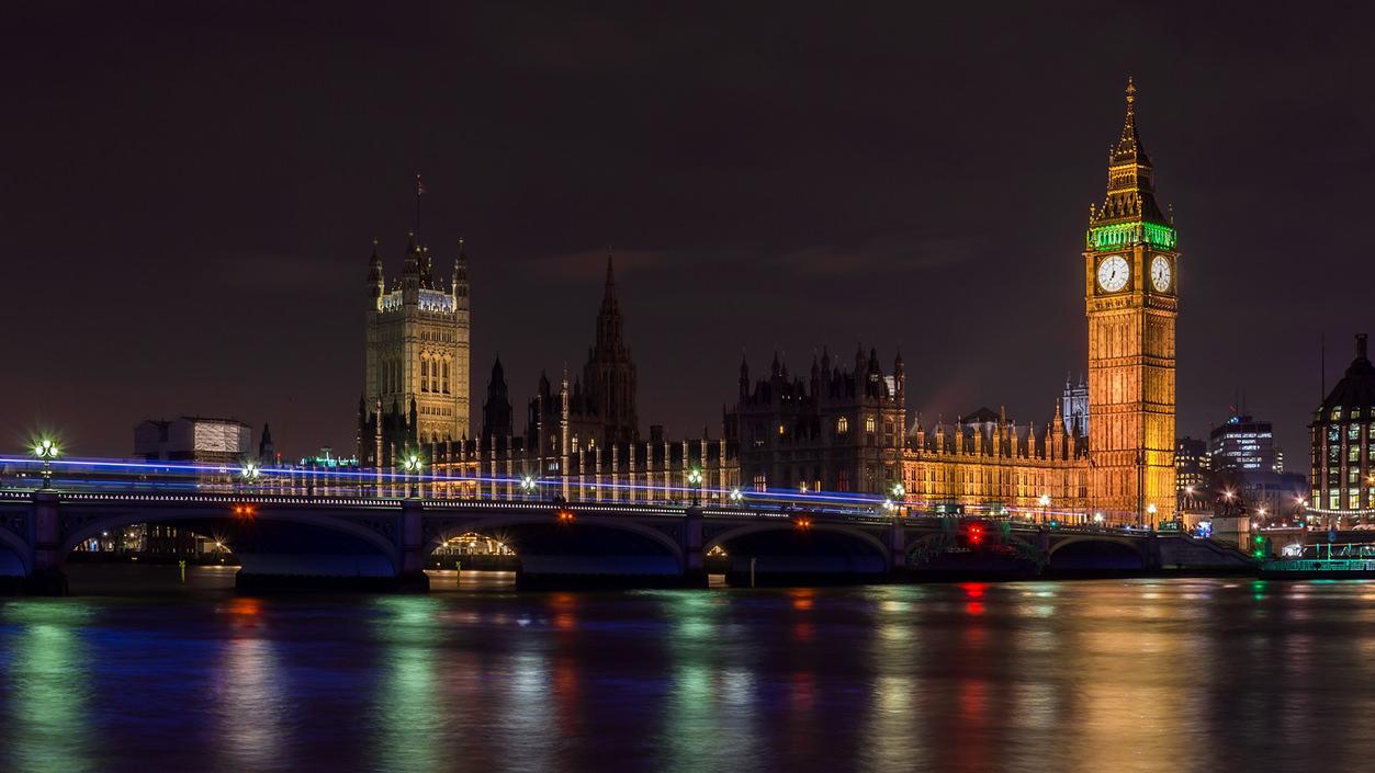 Big Ben em foto descentralizada