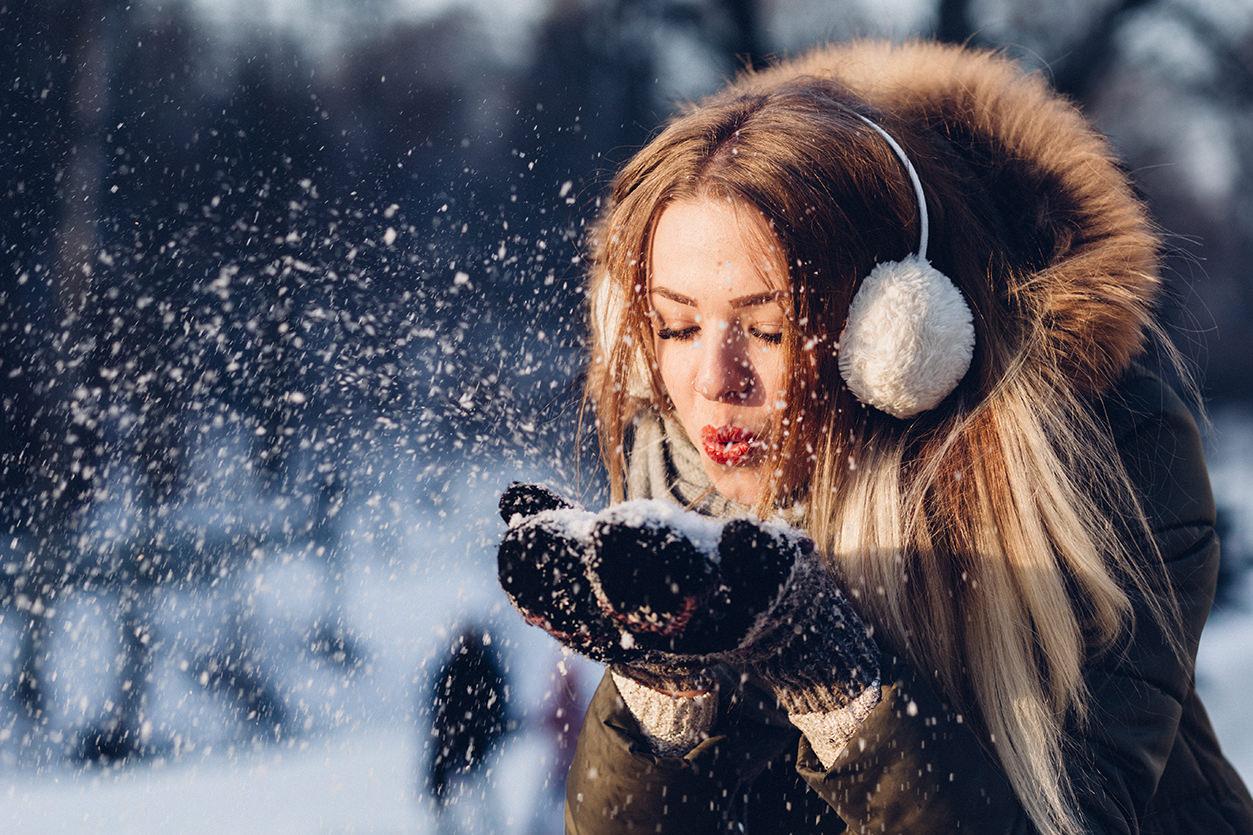 Retrato soprando neve