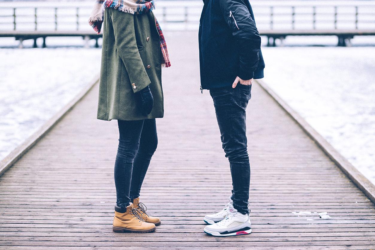 Retrato casal sem cabeça