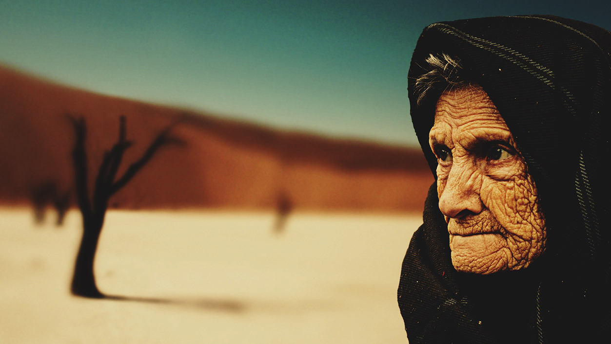 Senhora beduína no deserto