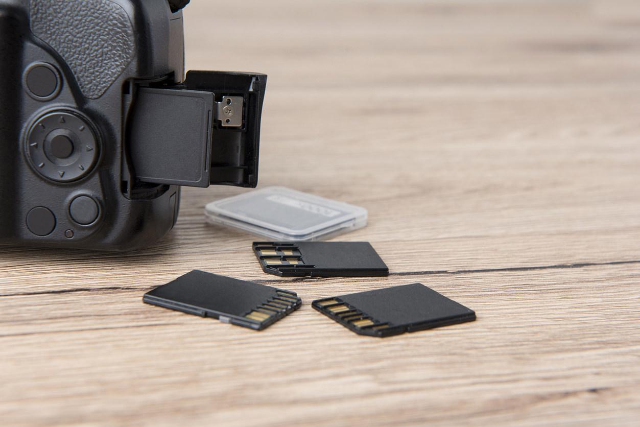 DSLR com cartões de memória